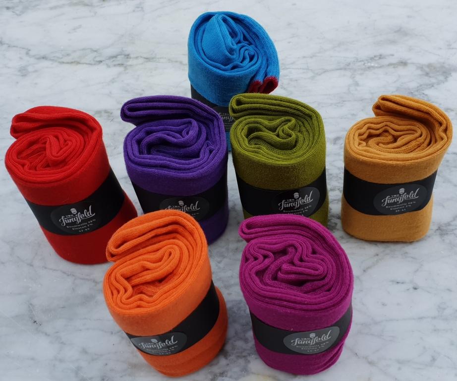 Socken in mehreren schönen Farben